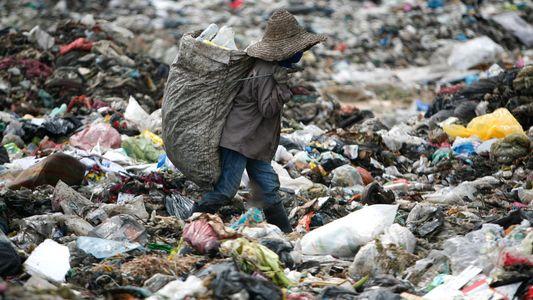 El veto de China a la importación de basura desplaza la crisis de residuos al Sudeste ...