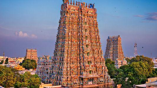Visita el templo de Meenakshi, con una fachada compuesta de miles de coloridas estatuas