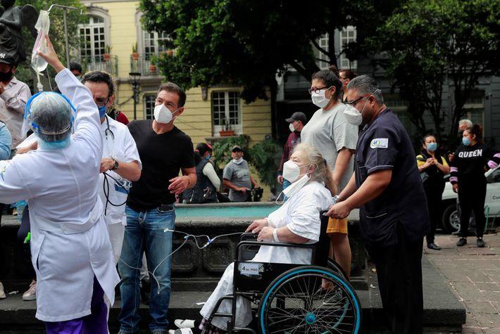 Pacientes y personal médico