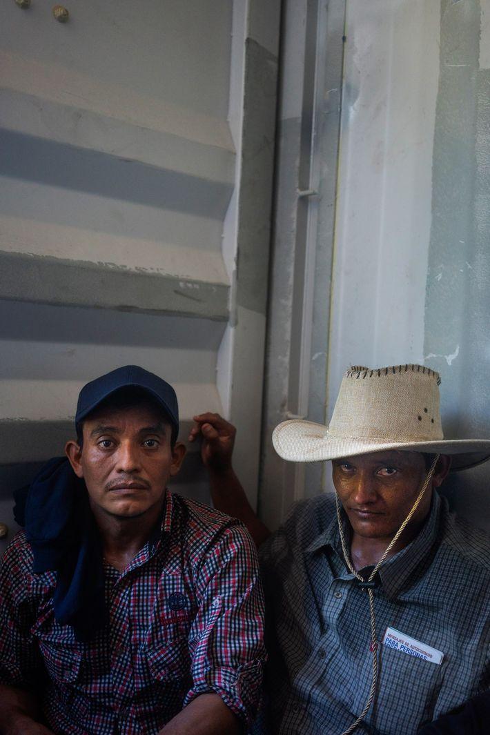 Dos hombres salvadoreños