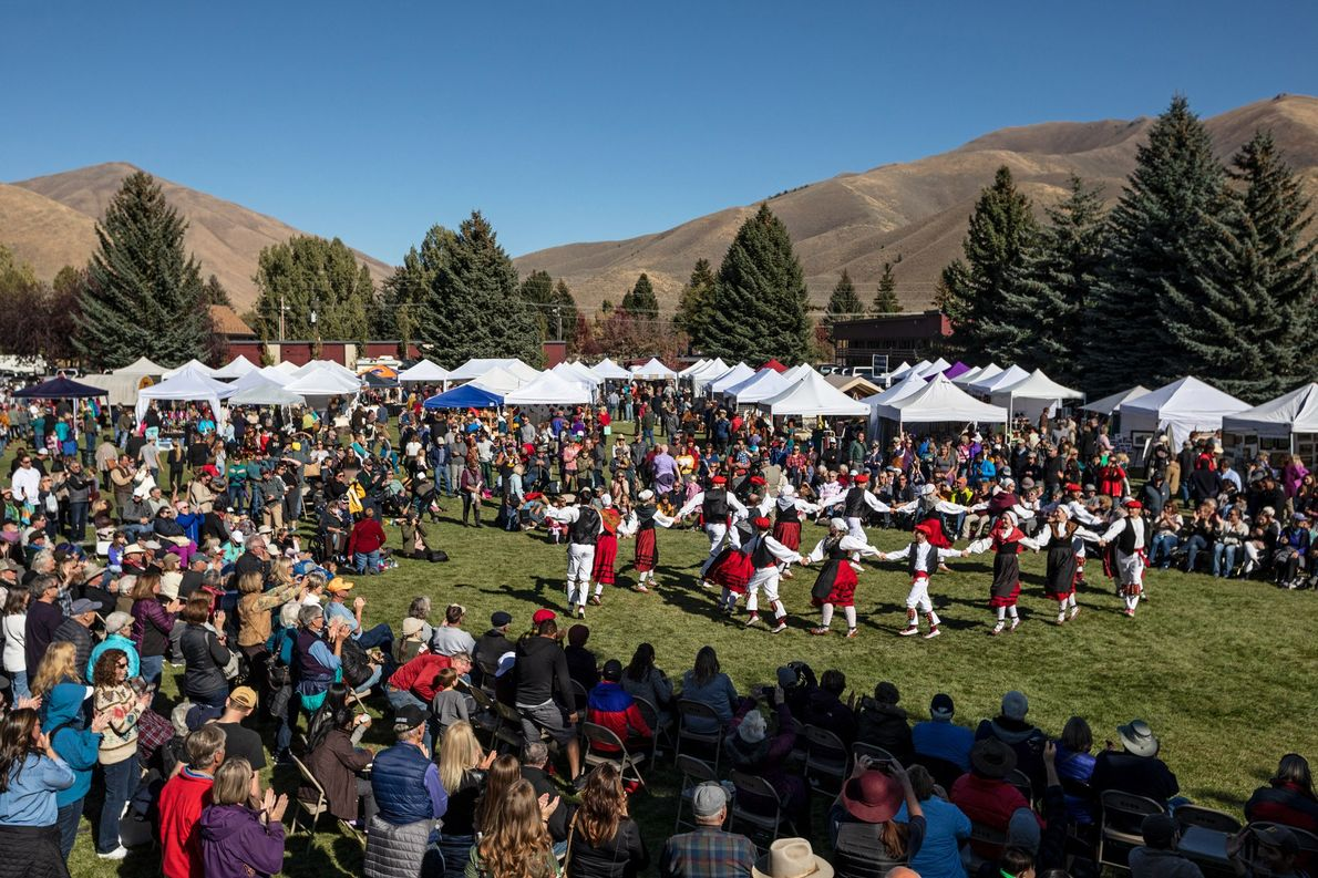 Las Oinkari Basque Dancers de Boise actúan en el festival, pero también viajan por todo Estados …