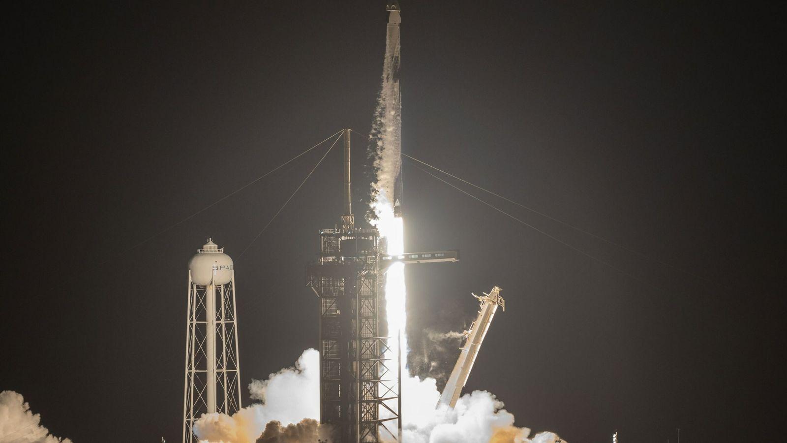 Lanzamiento de un cohete Falcon 9 de SpaceX