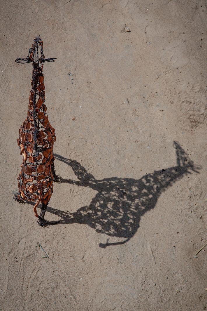 Escultura de una jirafa