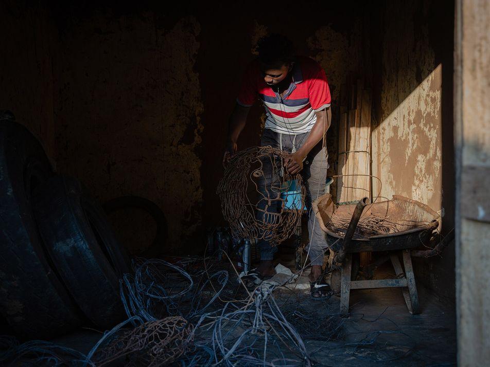 En Uganda, las trampas para animales salvajes se convierten en obras de arte