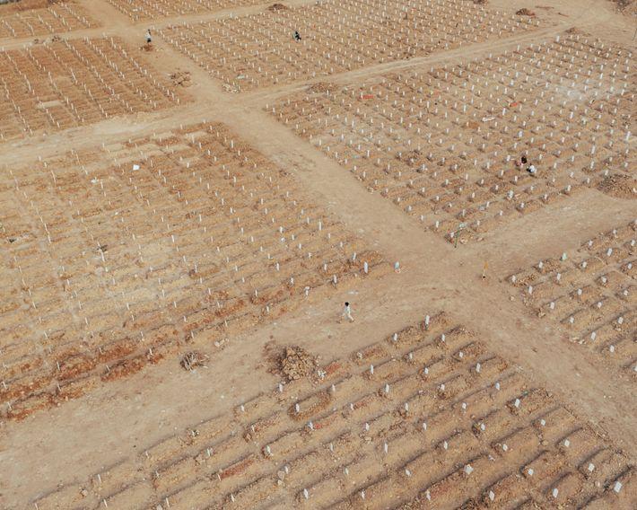 Tumbas en el cementerio público de Rorotan