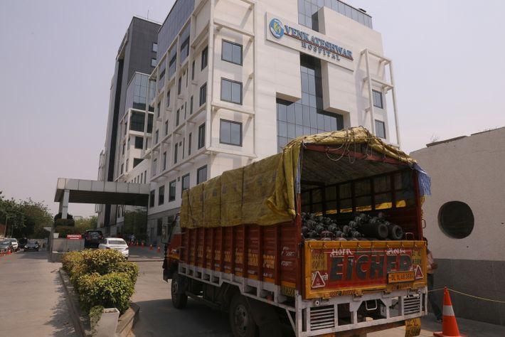 Cilindros de oxígeno en el hospital Venkateshwar
