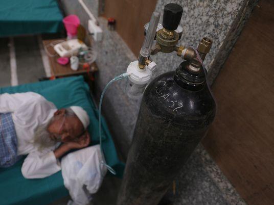 La India lucha por obtener oxígeno médico y salvar vidas