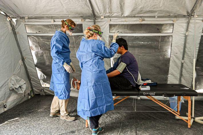 En la clínica pediátrica del campo de Moria se atiende aniños y mujeres embarazadas.