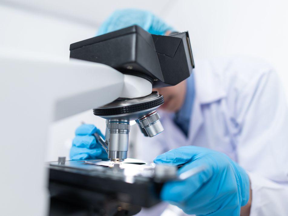 Descubren el primer fármaco que salva vidas entre los casos más graves de covid-19