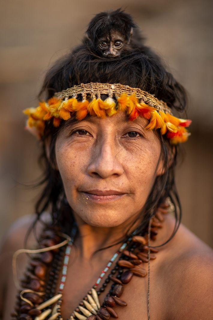 Una mujer awá