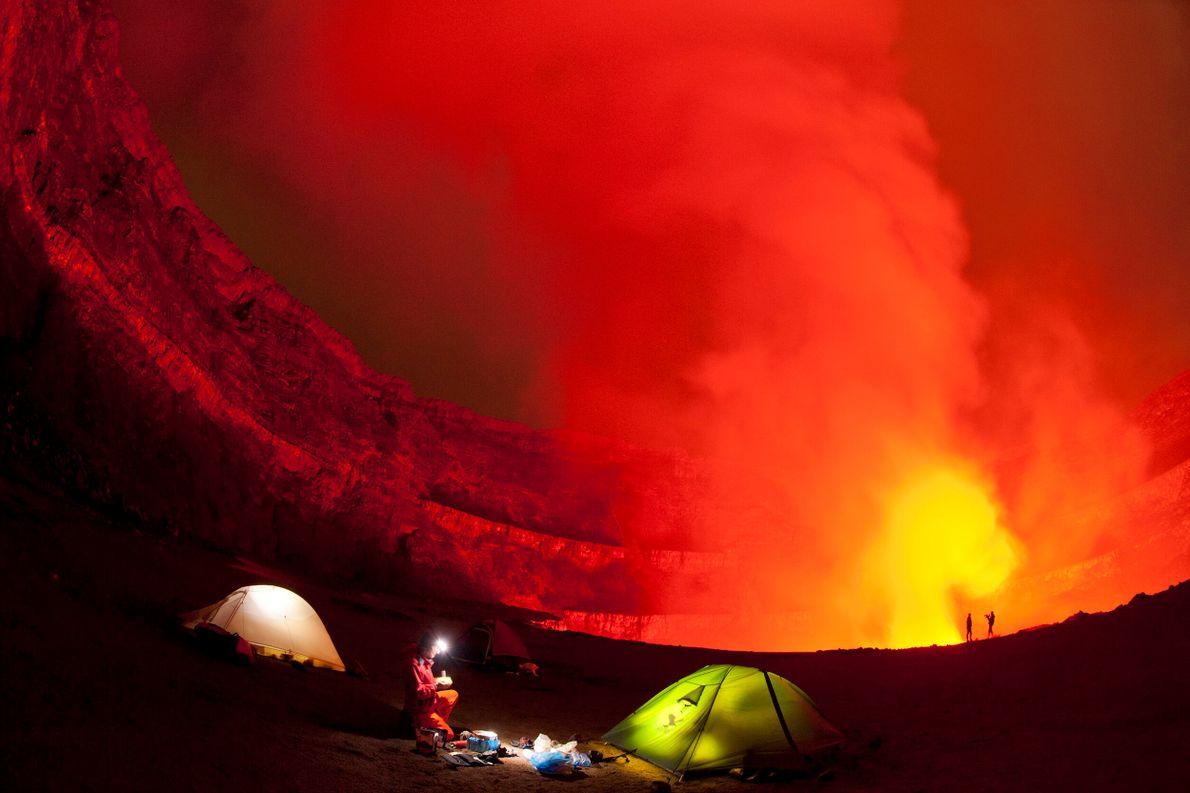El monte Nyiragongo es un tipo de volcán cónico y de gran altura (3 470 metros) llamado estratovolcán. Situado ...