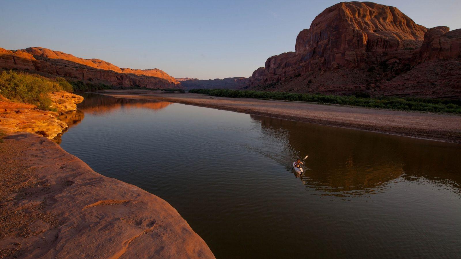 Fotografía de un piragüista en el río Colorado, Utah