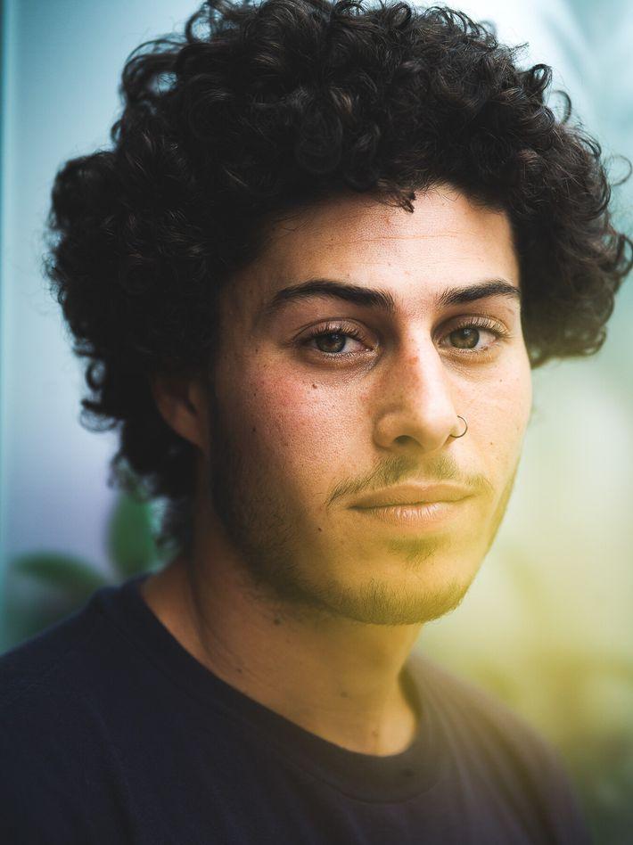 """""""Mi camino me trajo al medio ambientalismo"""", afirma Aitor, de 24 años. """"El cambio es necesario para ..."""