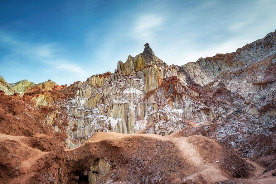 Los únicos rascacielos que encontrarás en la isla de Ormuz son montañas y domos de sal ...