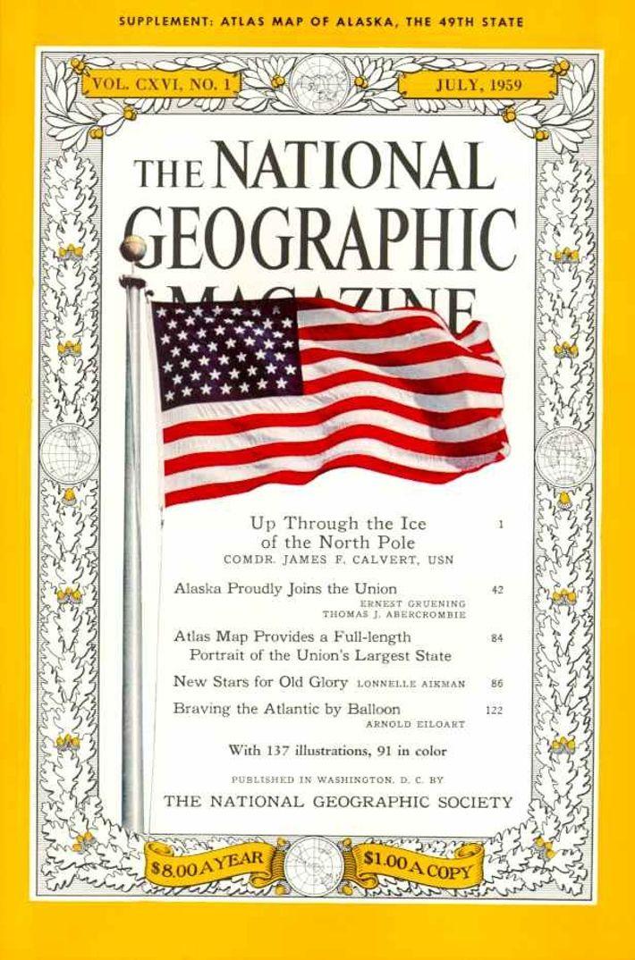 Julio 1959—La primera fotografía aparece en la portada
