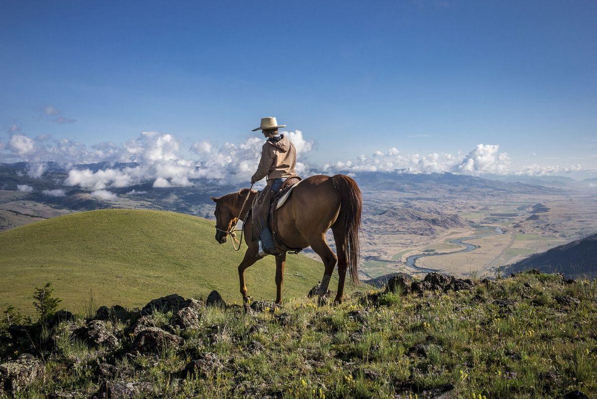 Cabalgando en el rancho