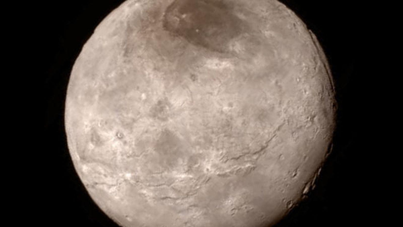 Luna Charon, Plutón