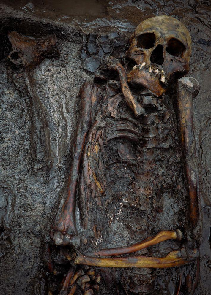 Hombre de mediana edad enterrado en Tunnug