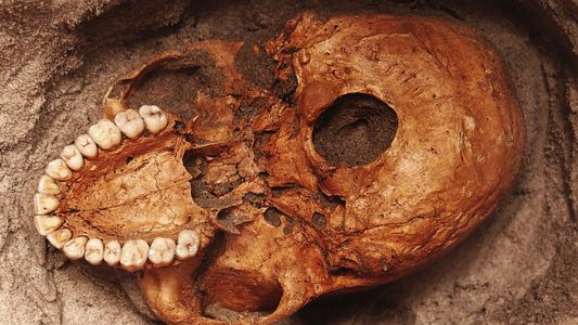 Descubren los restos de las víctimas de un tsunami más antiguas de África Oriental