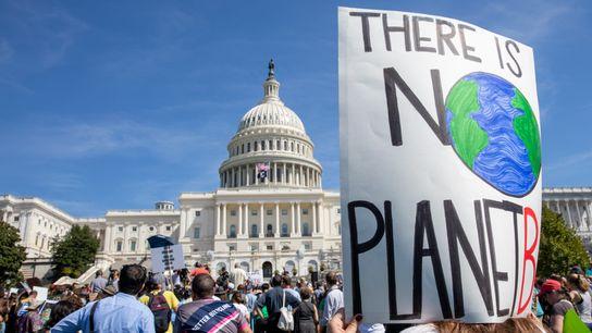 Defensores de la acción climática se congregan frente al Capitolio