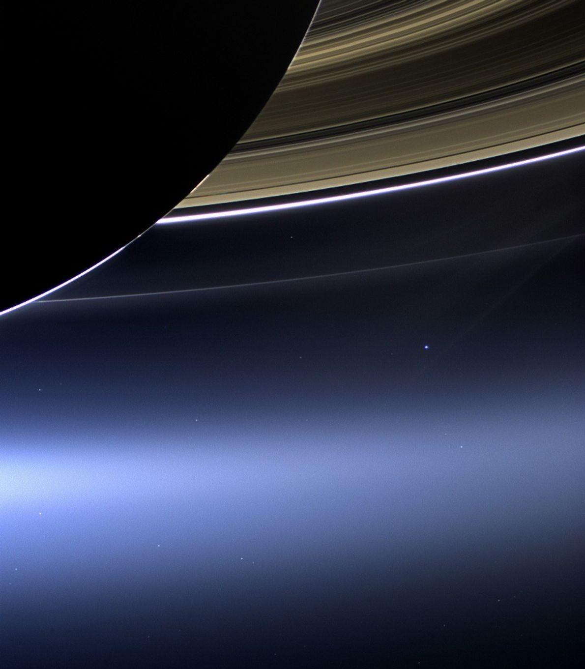 La Tierra y Saturno