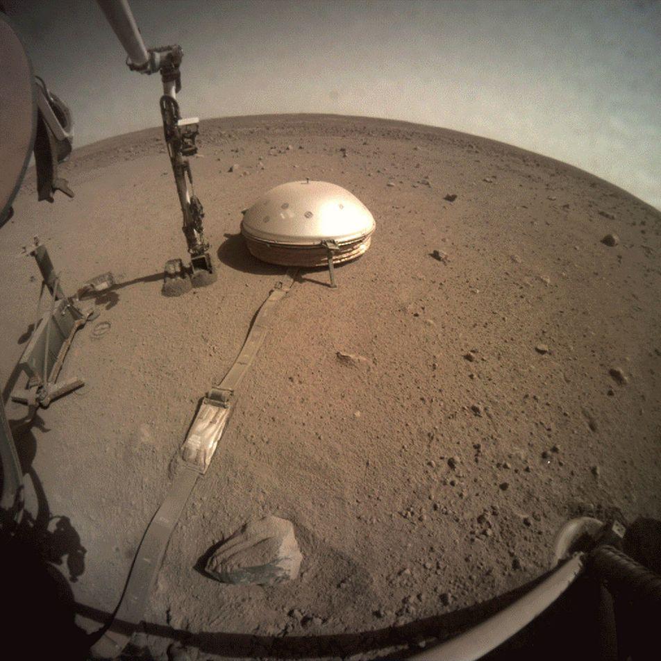 La sonda de la NASA InSight consigue echar el primer vistazo al centro de Marte