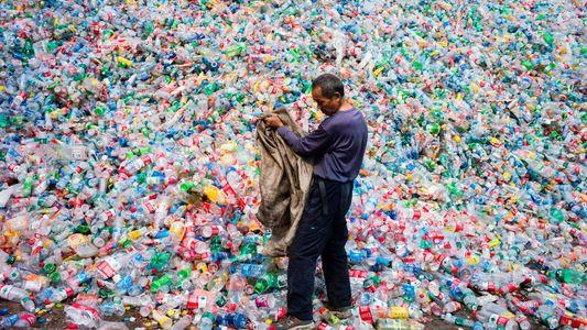 Mil millones de objetos plásticos en el océano para finales de 2020