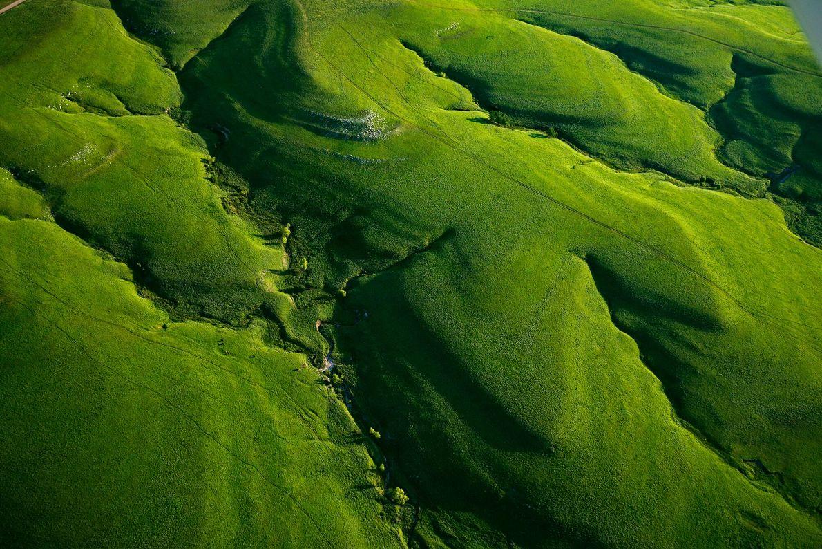 Imagen aérea de las exuberantes Flint Hills en Kansas