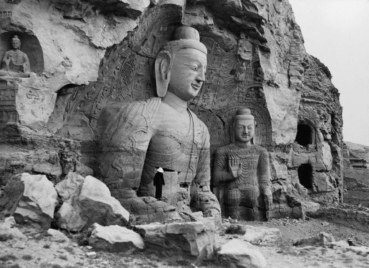 Budas gigantes en las grutas de Yungang
