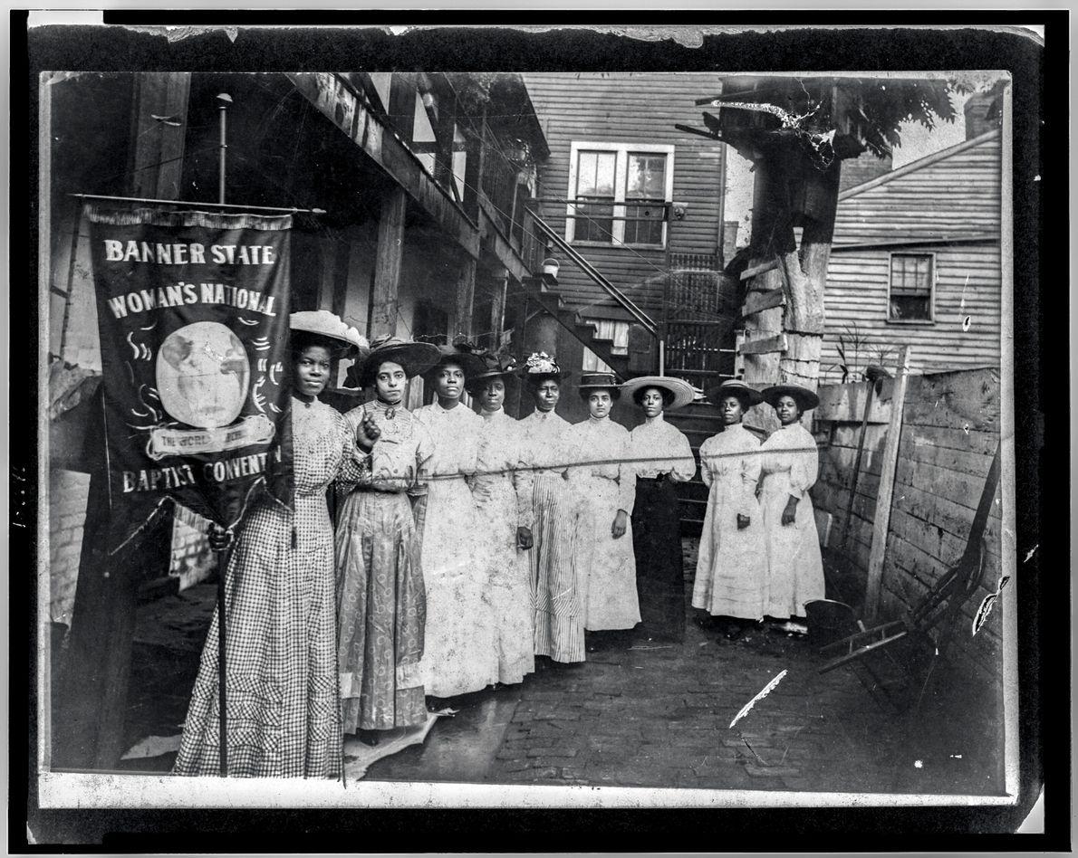Imagen de un grupo de mujeres negras en los primeros 1990s haciendo campaña en favor de ...