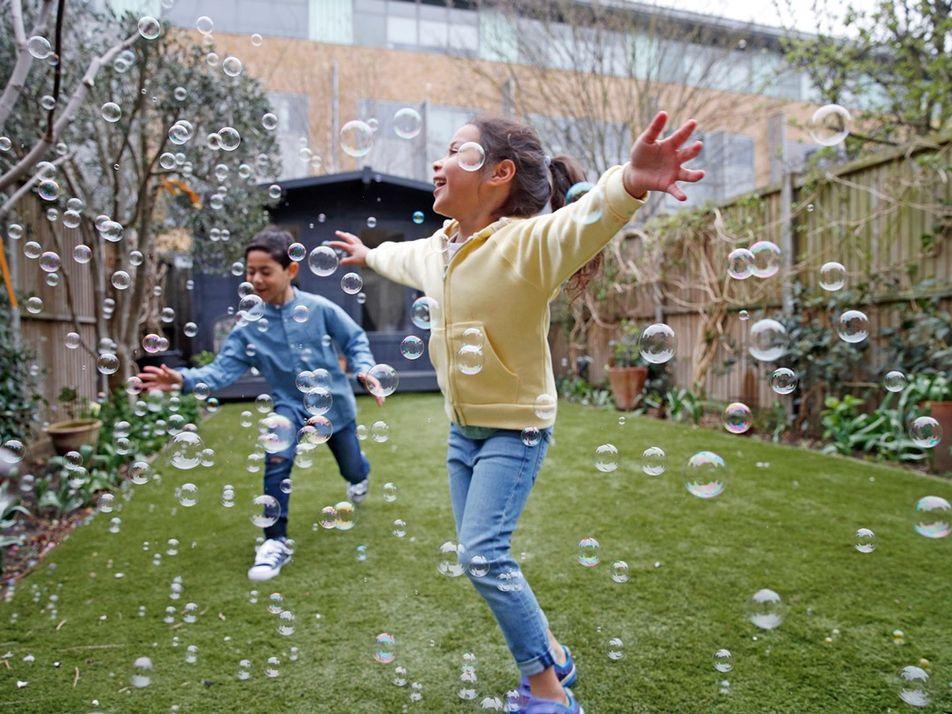 Así puedes ayudar a tus hijos a mantener una mentalidad positiva durante la pandemia