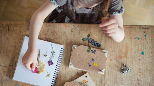 Prensado de flores: combina el arte y la ciencia para que los niños exploren