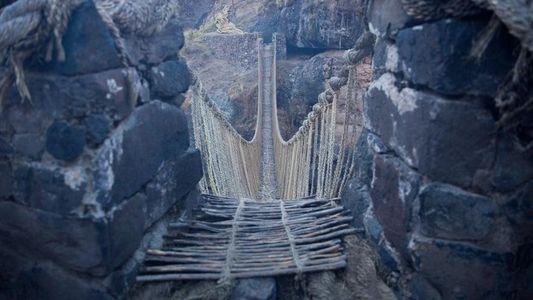 Así renuevan cada año el último puente colgante inca de Perú