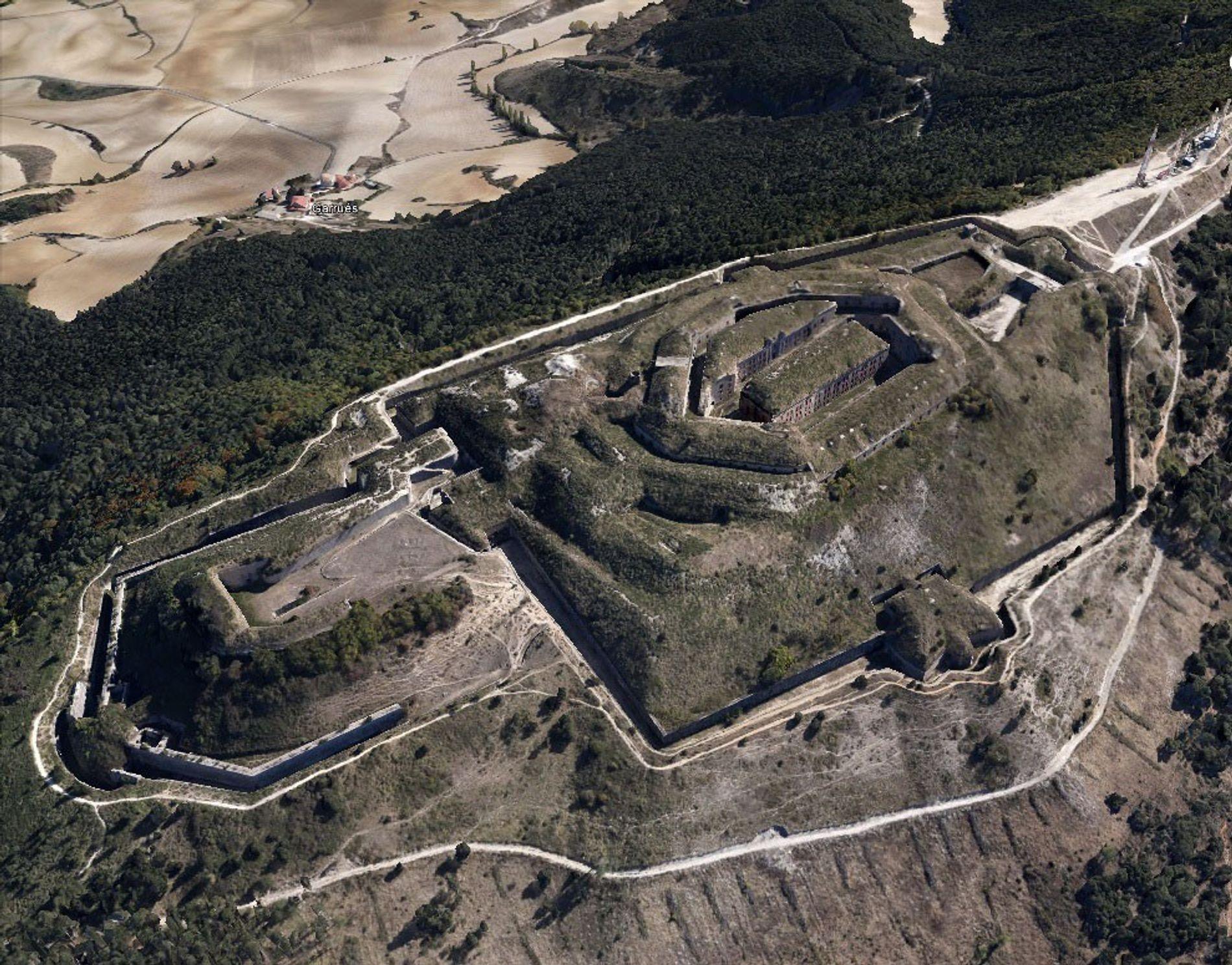 El fuerte de San Cristóbal sobre el monte Azcaba, a vista de pájaro.