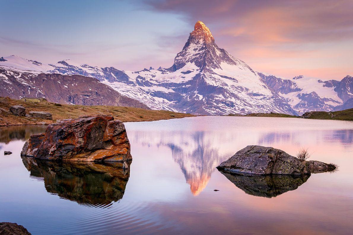 «El lago Stellisee, en Suiza, es uno de los lugares más bonitos desde lo que puedes …