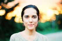 Rena Effendi nació en Bakú, Azerbaiyán, y es una galardonadafotógrafa de National Geographic.