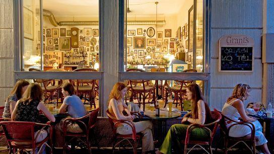 Imagen de una cafetería en Budapest, Hungría