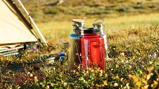 Seis formas de viajar con agua potable, pero sin plástico