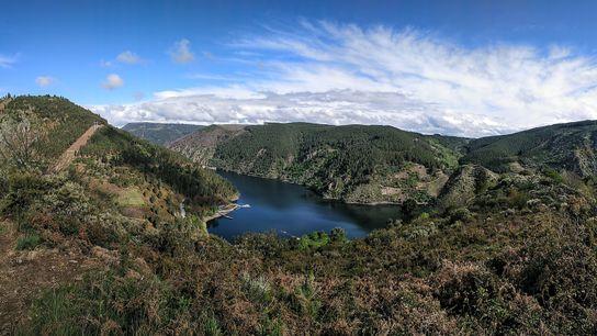 La Ribera Sacra es uno de los secretos mejor guardados de tierra gallega, que integra el ...