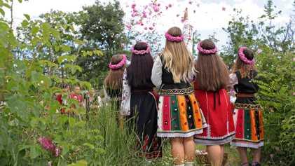 Coloridas imágenes del valle de las Rosas, en Bulgaria