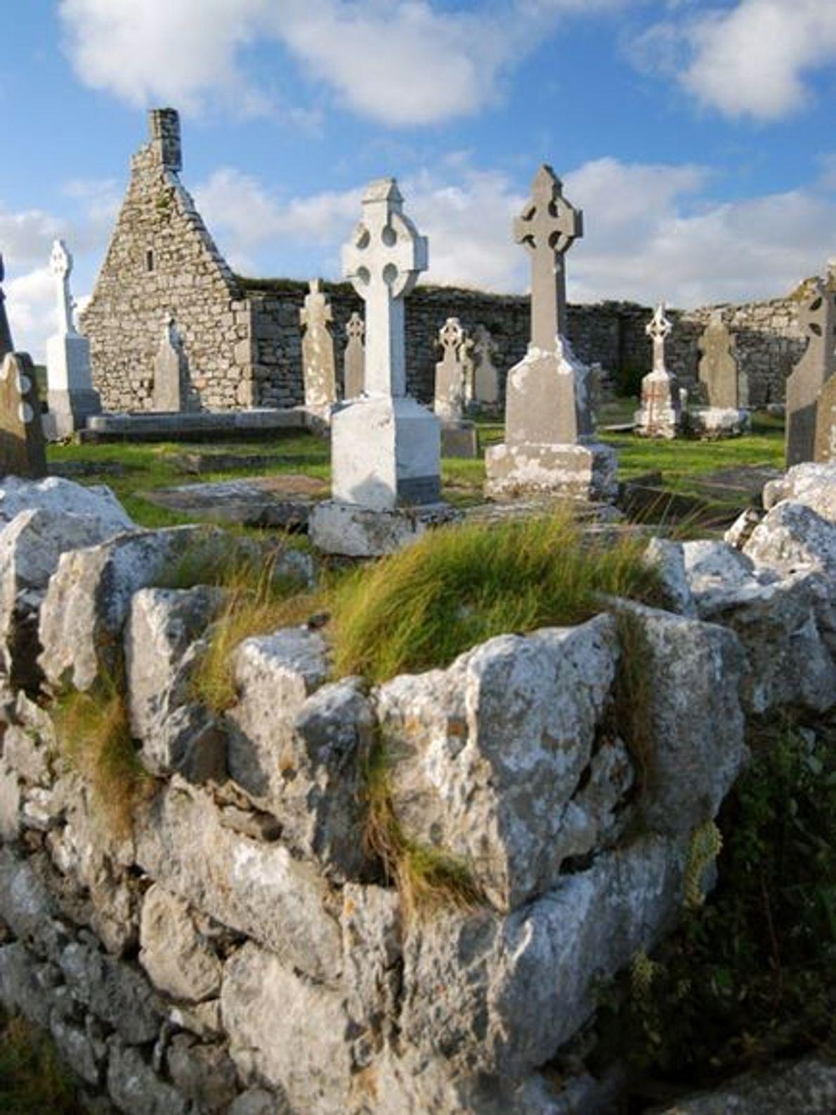 Iglesia y cementerio de Doolin