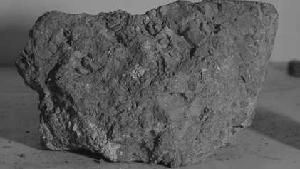 La posible roca más antigua de la Tierra se recogió en la luna