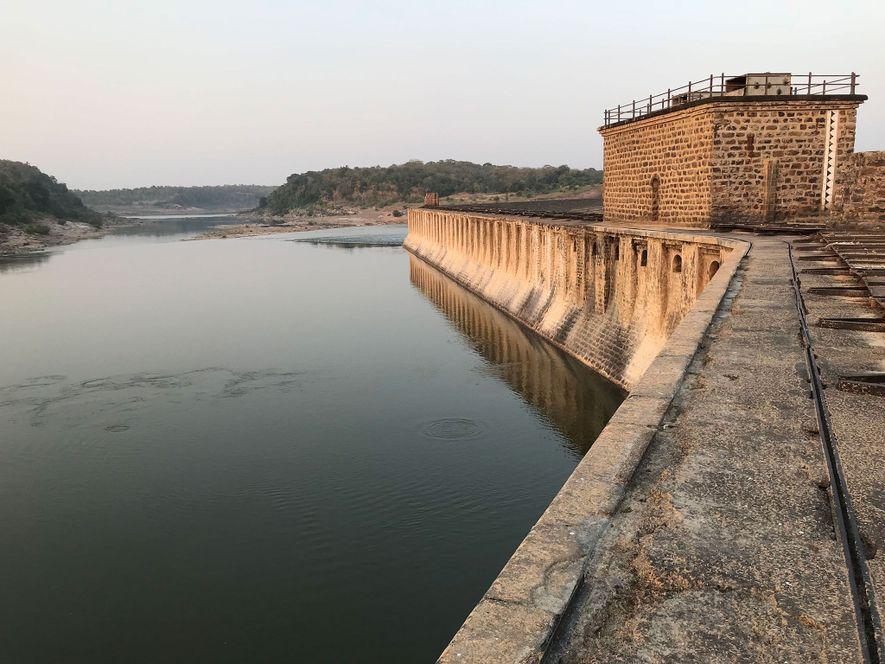 La presa de Bariyapur, en el río Ken, lleva funcionando un siglo. Se ha propuesto la ...
