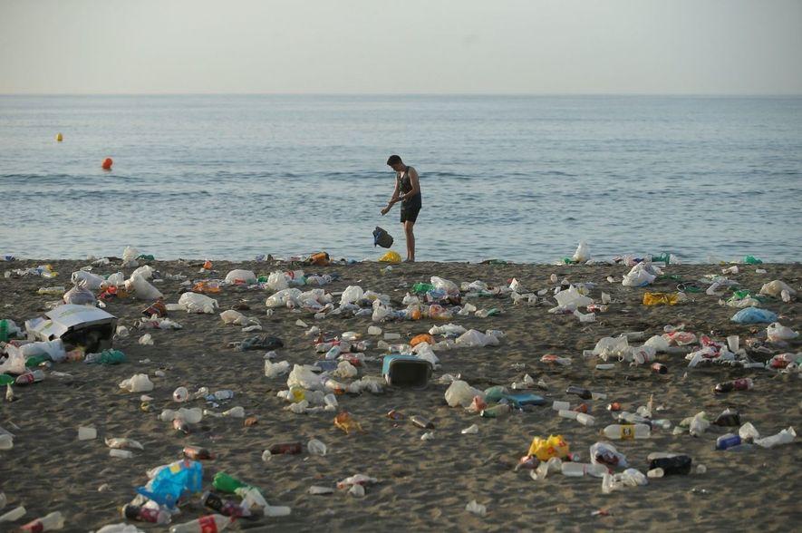 Las costa de Málaga es sólo un ejemplo de cómo amanecieron las playas españolas tras la ...