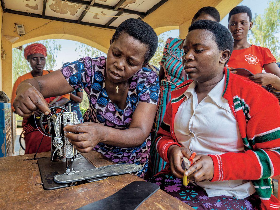 La Red de Mujeres de Ruanda proporciona espacios seguros para que las mujeres pasen tiempo juntas …