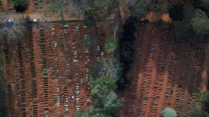 Las familias brasileñas solo tienen 10 minutos para despedirse de los difuntos