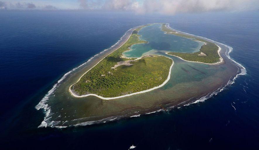Los centros de búsqueda de Ballard en la isla Nikumaroro, un atolón deshabitado que forma parte ...