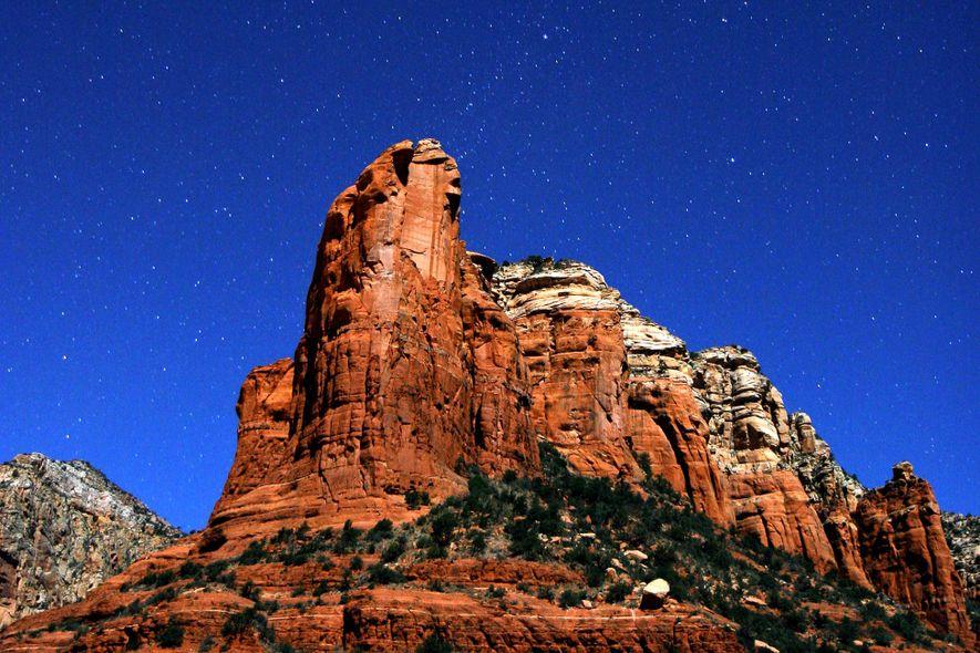 Los resplandecientes cielos nocturnos de Sedona están a casi dos horas al norte de Phoenix.