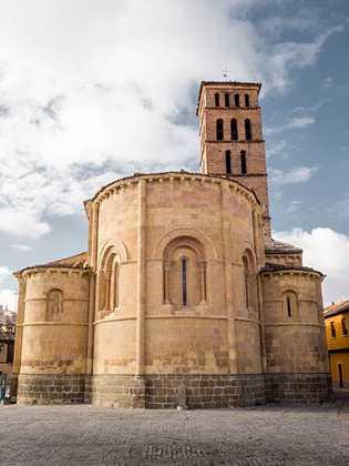 Declarada Bien de Interés Cultural, la Iglesia de San Lorenzo protagoniza una de las plazas más ...