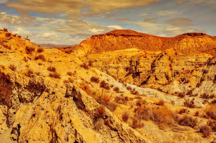 La aridez tiñe el paisaje del Desierto de Tabernas, en Almería. El riesgo de desertificación amenaza ...
